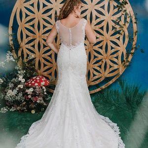AMAZING Wedding Dress- Lace SHEER LOW back!